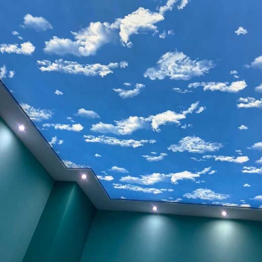 Небе с облаци - светещ таван направен в Бургас