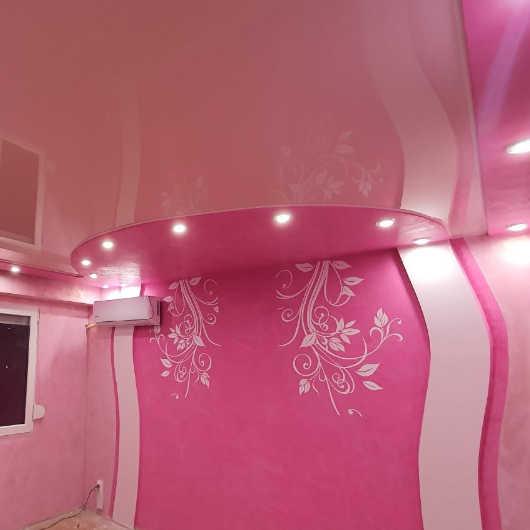Опънат таван в град Бургас - стая за момиче в розов цвят - Барби стил